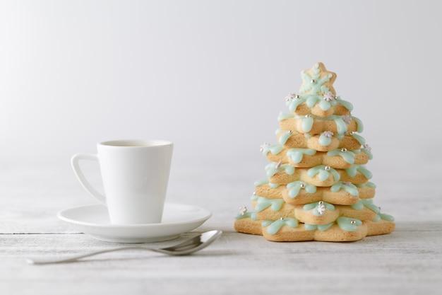 Caffè invernale con biscotti di panpepato