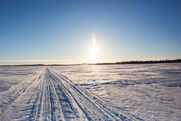 Inverno nel lago inari, lapponia, finlandia