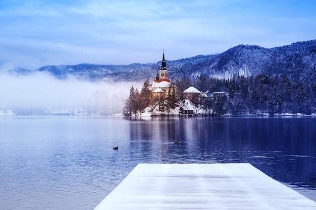 Paesaggio invernale lago di bled viaggi slovenia europa lago di bled incredibili attrazioni turistiche
