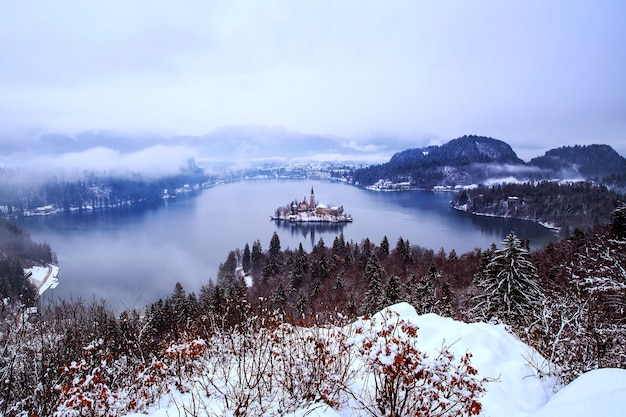 Paesaggio invernale lago di bled travel slovenia europe