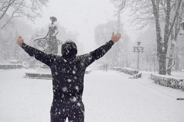 Inverno e uomo