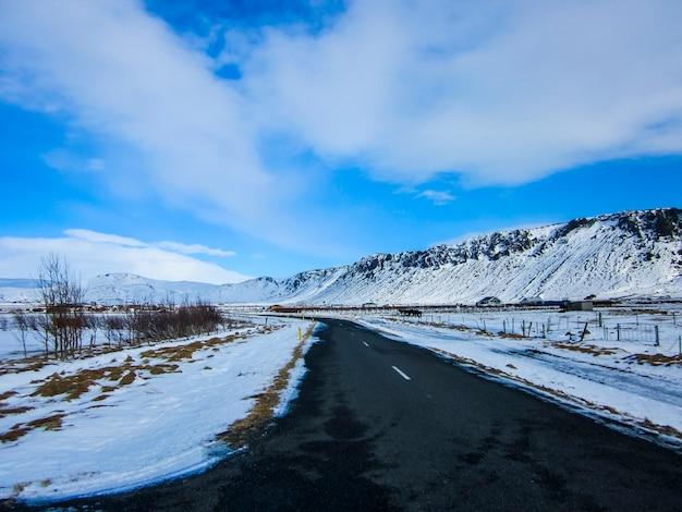 Strada invernale nel sud dell'islanda, nord europa.