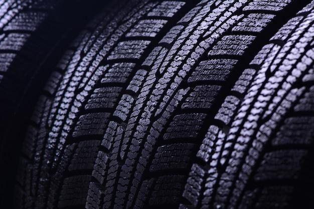 Primo piano dei pneumatici invernali