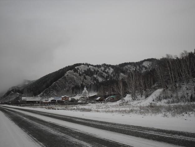 Inverno con parole roadtrip snowy mountain
