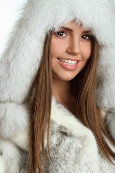 Donna inverno sul cappotto di pelliccia
