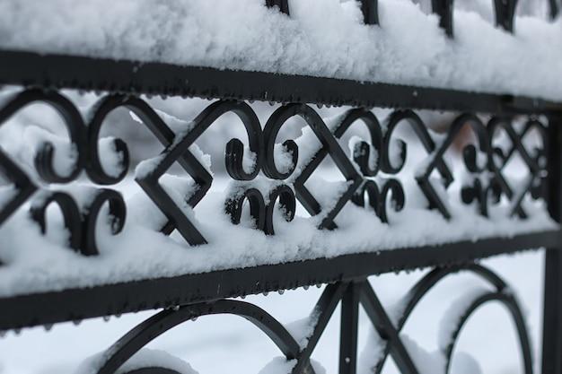 Cancelli in ferro battuto invernale