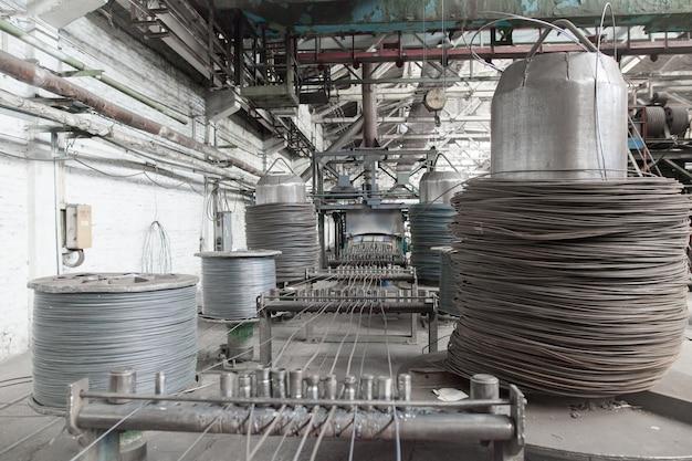 Vergella, tondo per cemento armato, rete nei magazzini. magazzino di produzione presso lo stabilimento cavi.
