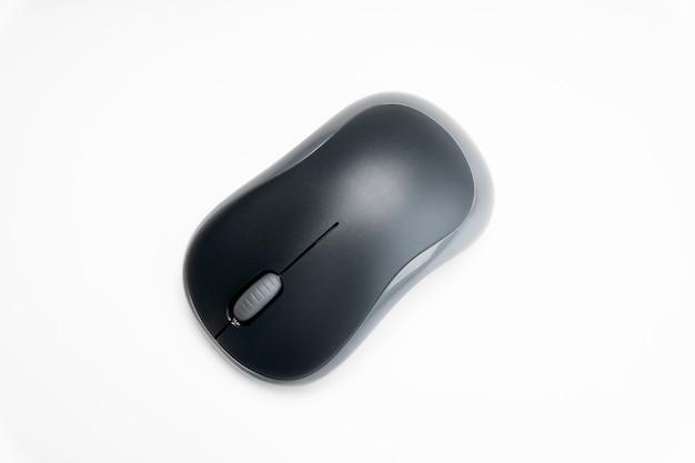Mouse del computer senza fili su sfondo bianco