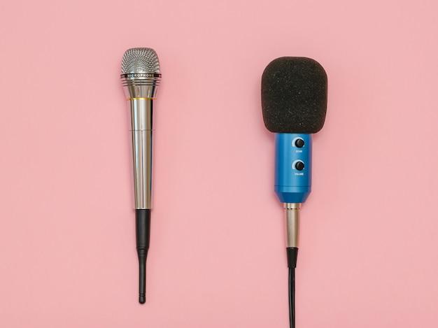 Microfono wireless e microfono classico con filo