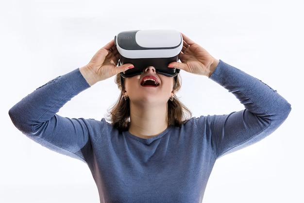 La donna in vetri virtuali 3d si chiuda