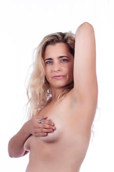 Auto cura ed esame del seno della donna per grumi o sintomi strani su un bianco.