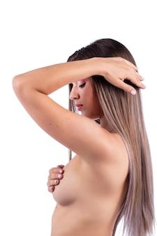 Auto cura ed esame del seno della donna per grumi o sintomi strani.