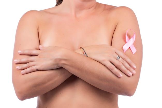 Auto cura ed esame del seno della donna per grumi o sintomi strani. Foto Premium
