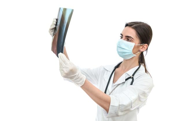 Radiografia d'esame del medico della donna isolata