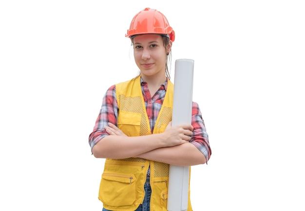 Ingegnere della donna che tiene la cianografia del progetto con il braccio trasversale su priorità bassa bianca