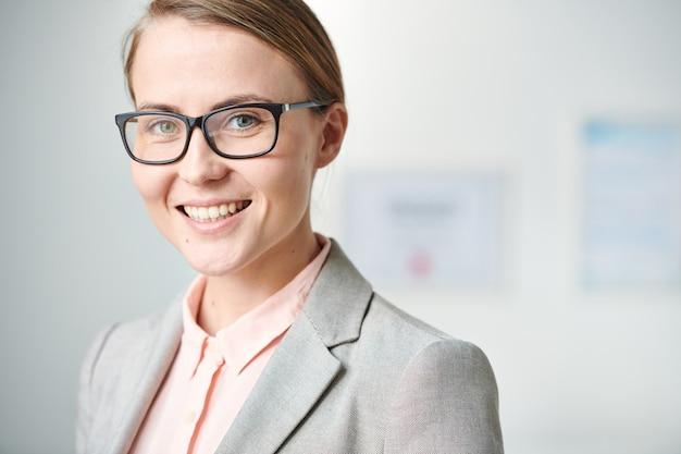 Donna in occhiali
