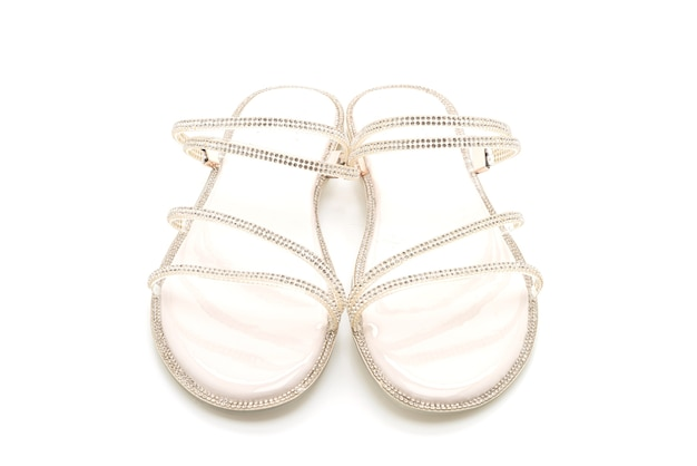 Scarpe moda donna o sandali isolati su bianco