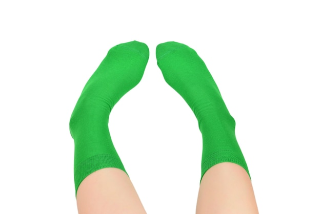 Donna in calzini verdi isolati su sfondo bianco. vista dall'alto.