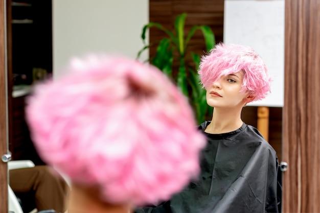Donna in parrucchiere