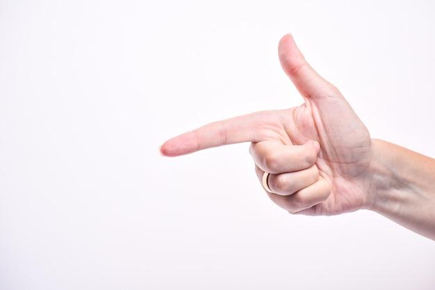 Mano della donna che indica la sua mano
