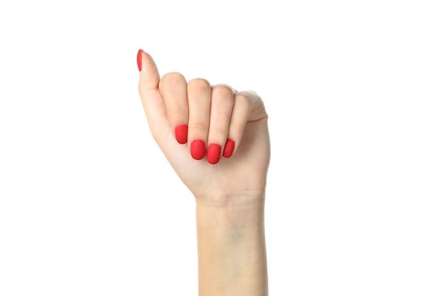 Mani della donna con il manicure rosso isolato su bianco