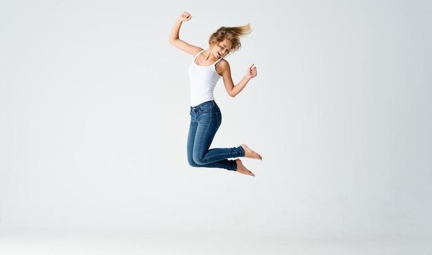 Donna saltò su una luce in piena forma fisica sportiva di crescita