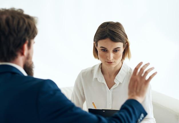 Resume di comunicazione di documenti di tuta donna e uomo