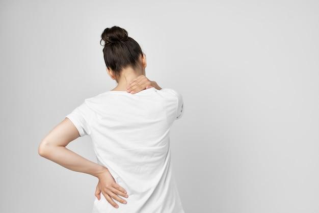 Sindrome dolorosa della donna disagio isolato sfondo