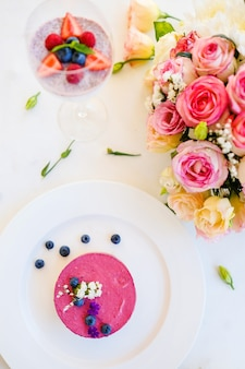 Concetto di cocktail di donna festa compleanno mattina dessert. bella decorazione