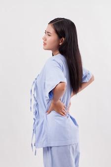 Paziente donna che soffre di mal di schiena, disco della spina dorsale o lesione muscolare spinale