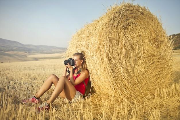 Fotografi di donna in campagna