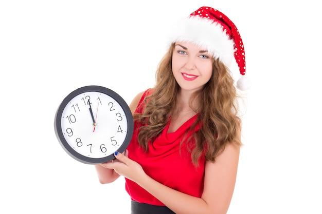 Donna con cappello da babbo natale con orologio isolato su sfondo bianco