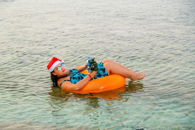 Una donna in una nuotata