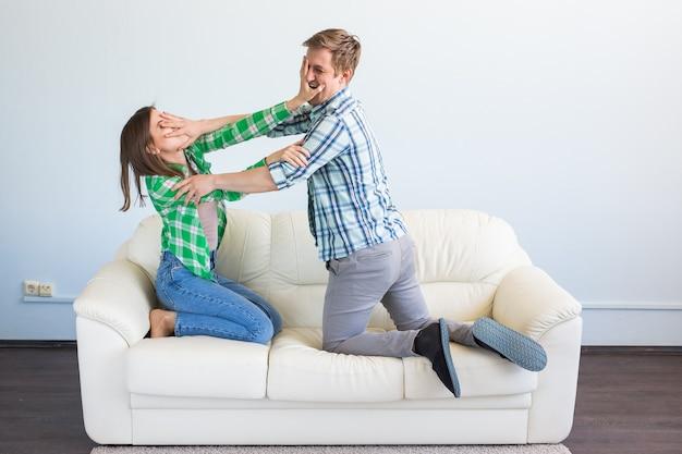 Donna vittima di violenza domestica e abusi