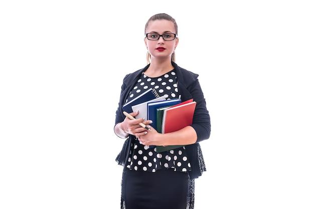 Donna con libri colorati isolati su bianco