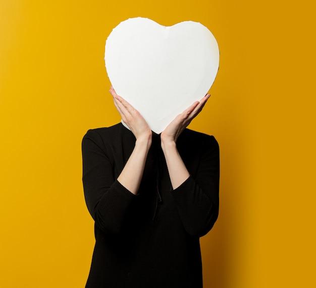 Donna con forma di cuore