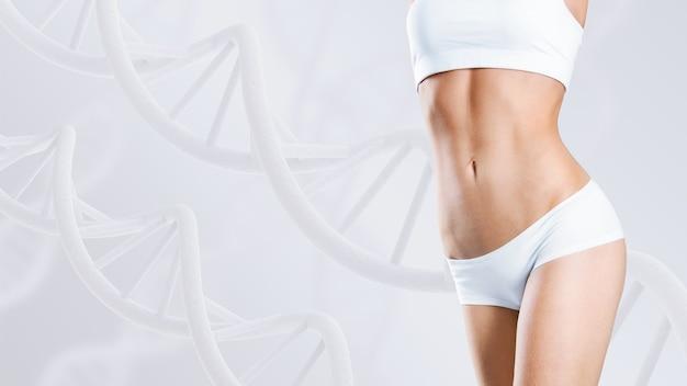 Donna con un corpo perfetto vicino a steli di dna. concetto dimagrante. miglioramento del concetto di metabolismo.