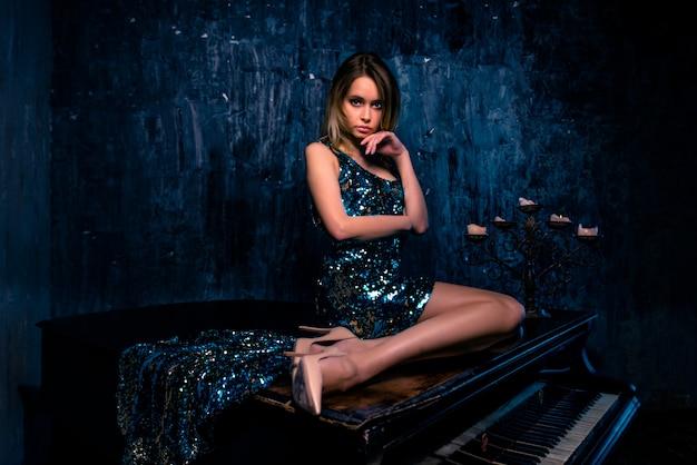Donna con pianoforte