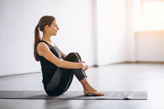 Yoga della donna isolato