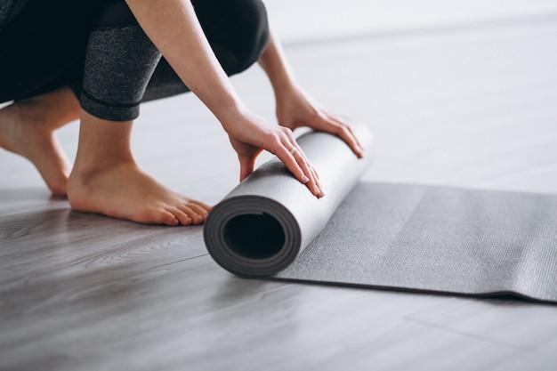 Yoga donna opaca