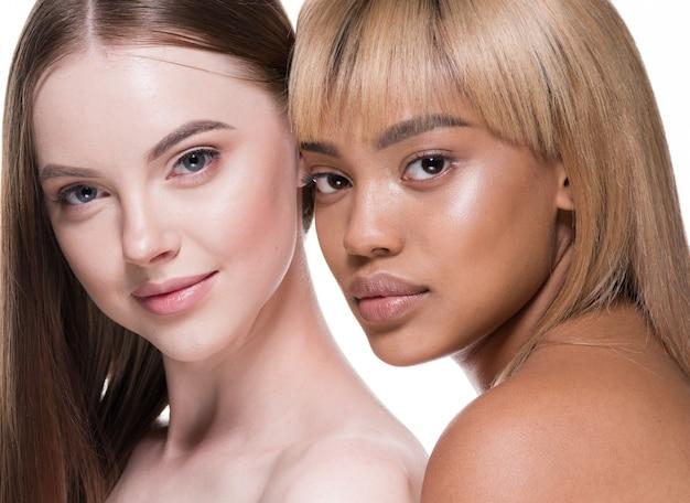 Cura della pelle cosmetica di bellezza etnica della pelle delle donne in bianco e nero