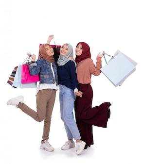Donne eccitate quando portano un sacco di carta