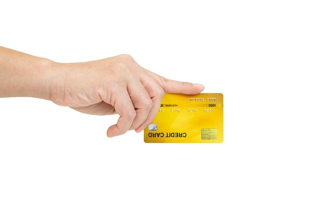 Mano delle donne che tiene la carta di credito isolata