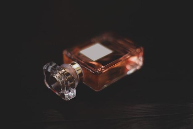 Bottiglia di profumo da donna