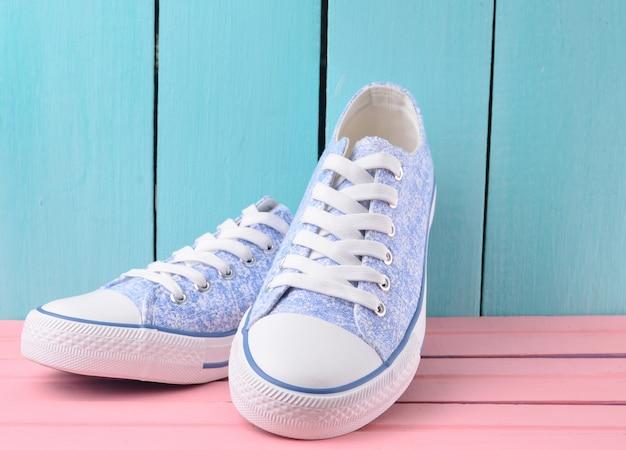 Sneaker da donna retrò hipster con lacci bianchi