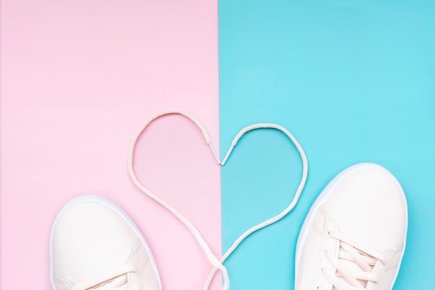 Sneakers sportive da donna. un paio di scarpe sportive da donna.