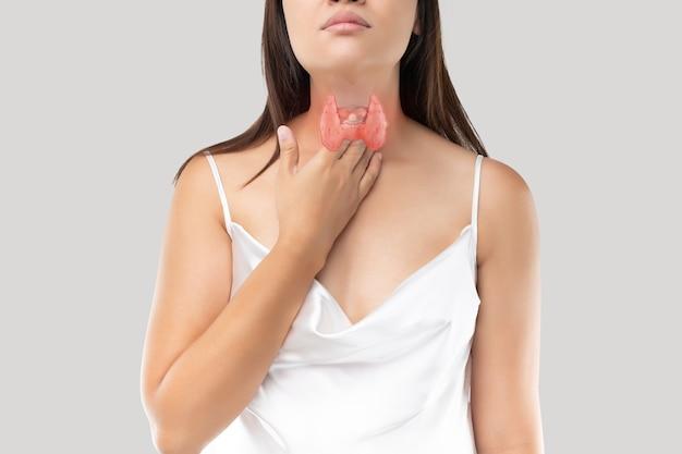 Controllo della ghiandola tiroidea nelle donne.
