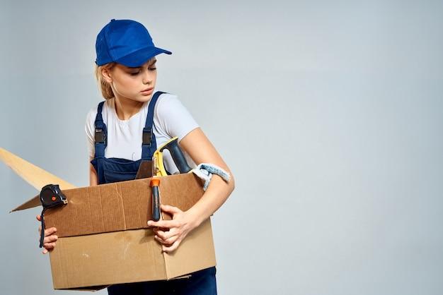 Donne nella professione di servizio di consegna divise da lavoro