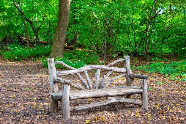 Panca in legno a central park, new york city