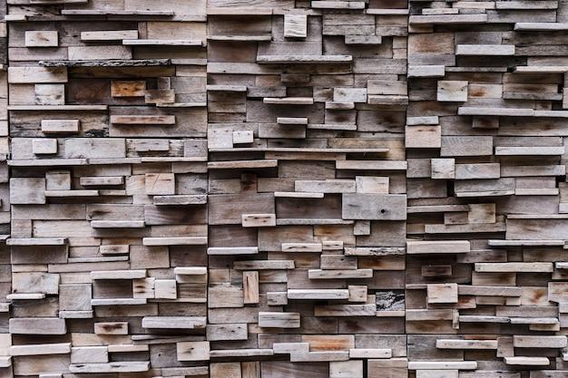 Parete di blocco di legno con illuminazione